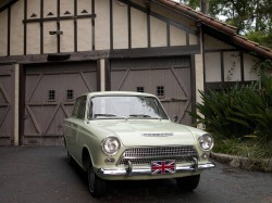 Ford_Cortina_1962_rf_carr_house_full