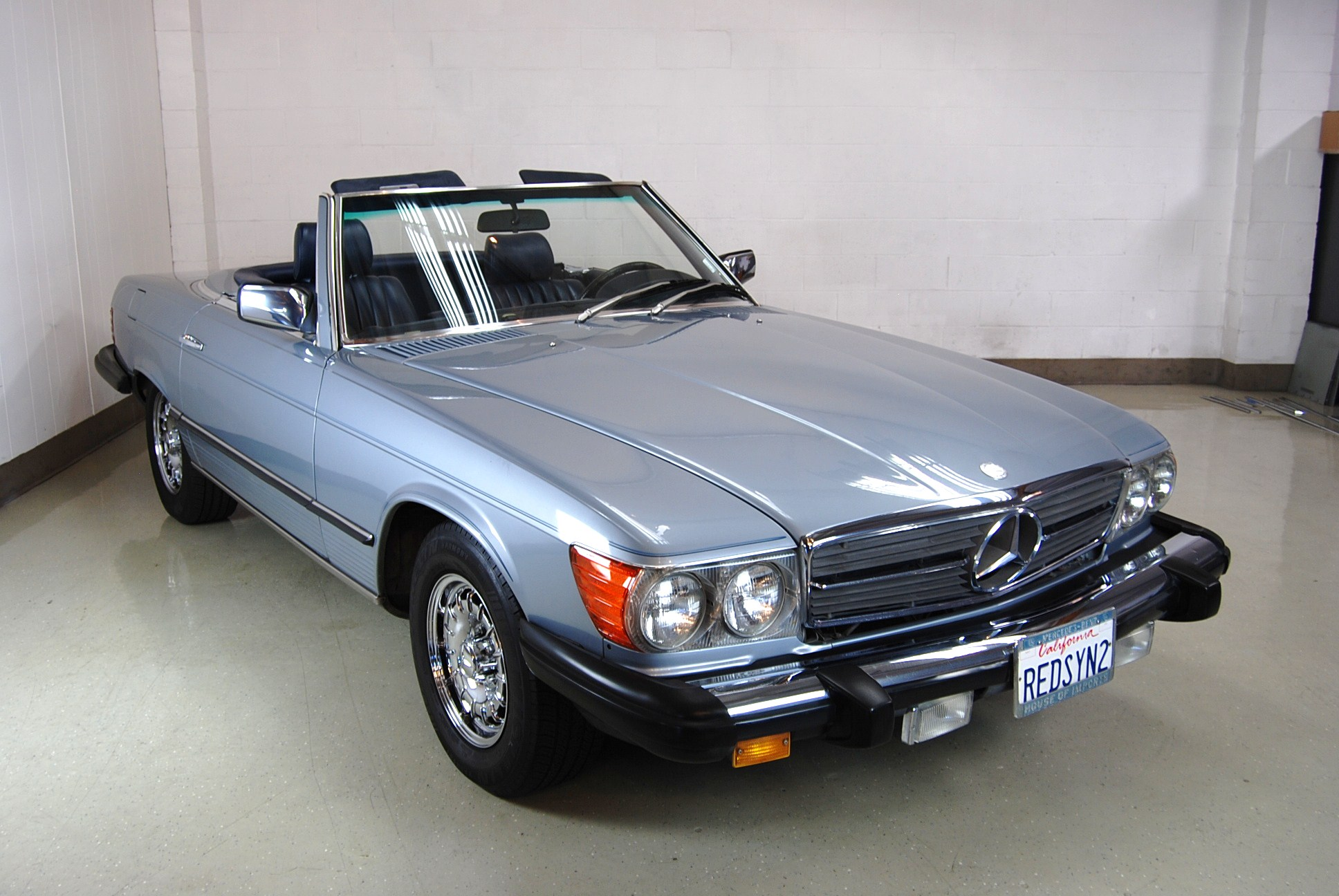 Mercedes_-380SL_1984_ext-9