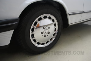 Mercedes 560SL wheel photo