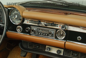 280SL-interior-dash-1