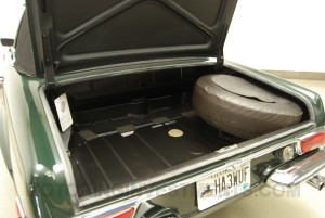 280SL-trunk-floor-2