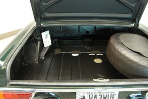280SL-trunk-floor-3