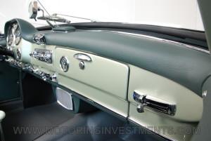 1959-Mercedes-190SL-40