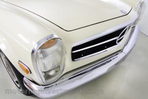 1971-Mercedes-280SL-Details-28